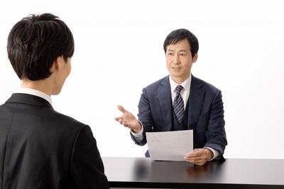 採用担当者や面接官の立場で考えるのは難しい